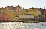 Isola di Ventotene vista all'arrivo
