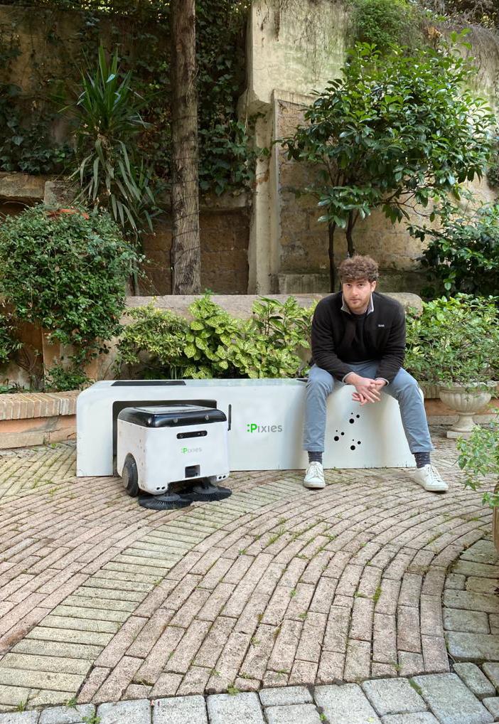 Robot a energia solare che raccolgono autonomamente i rifiuti urbani